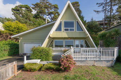 Waldport Single Family Home For Sale: 2305 NW Parker Ave