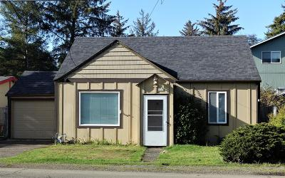 Lincoln City Single Family Home For Sale: 4625 SE 51st St