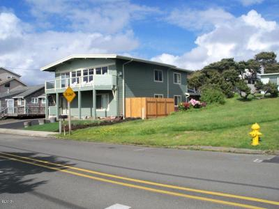 Lincoln City Single Family Home For Sale: 3824 NW Jetty Ave
