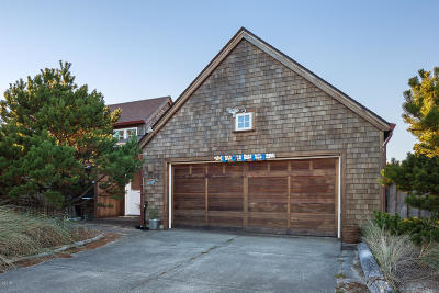 Pacific City Single Family Home For Sale: 6265 Beachcomber Lane