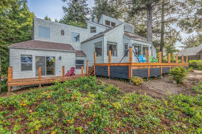 Lincoln City Single Family Home For Sale: 141 E Bay Point Rd.