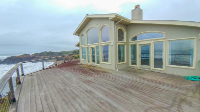 Depoe Bay Single Family Home For Sale: 140 Fishing Rock Dr