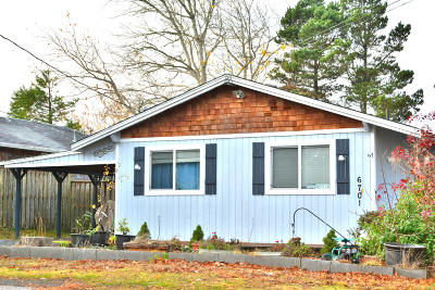 Lincoln City Single Family Home For Sale: 6701 SW Galley Ave