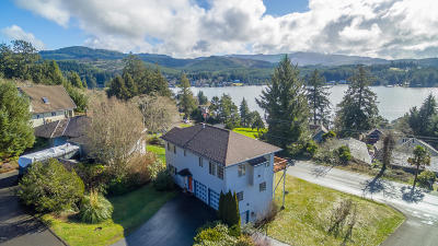 Lincoln City Single Family Home For Sale: 1695 NE Regatta Way