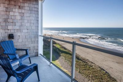 Lincoln City Condo/Townhouse For Sale: 1723 NW Harbor Ave. #22