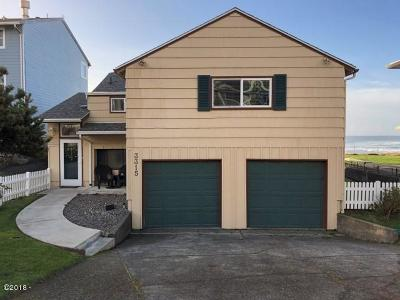 Lincoln City Single Family Home For Sale: 3315 SW Anchor Ave