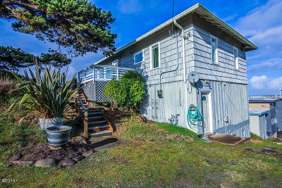 Lincoln City Single Family Home For Sale: 1093 NW 8th St