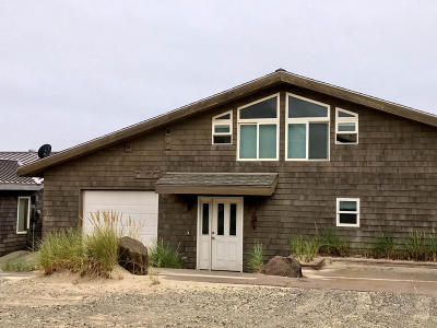 Pacific City Single Family Home For Sale: 34550 Ocean Dr