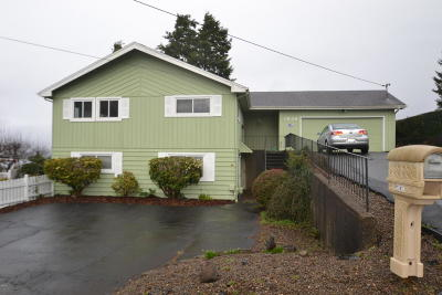 Lincoln City Single Family Home For Sale: 1636 SE Oar Dr