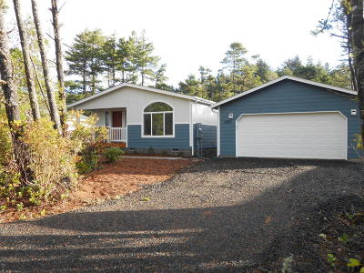 Waldport Mobile/Manufactured For Sale: 2001 NW Hilton Dr