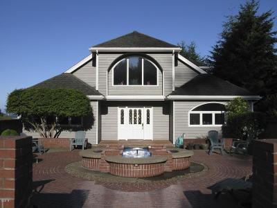 Waldport Single Family Home For Sale: 626 N Bayview Loop