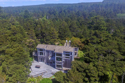 Seal Rock Single Family Home For Sale: 5822 NW Pacific Coast Hwy