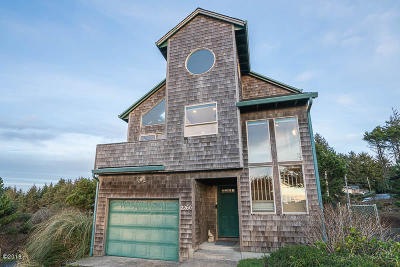Lincoln City Single Family Home For Sale: 2260 SW Bard Loop