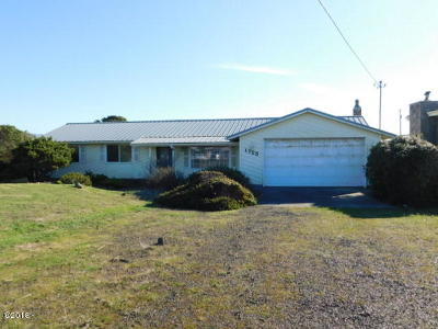 Waldport Single Family Home For Sale: 1725 NW Canal St