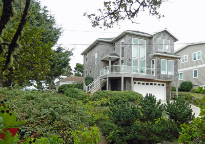Depoe Bay Single Family Home For Sale: 410 SW Coast Ave