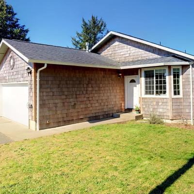 Lincoln City Single Family Home For Sale: 1727 SE 8th St.