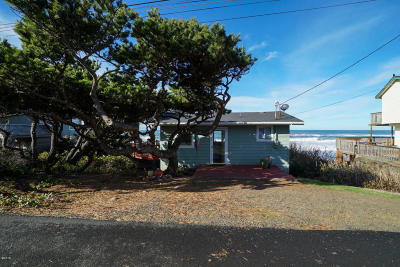 Depoe Bay Single Family Home For Sale: 3845 Lincoln Ave