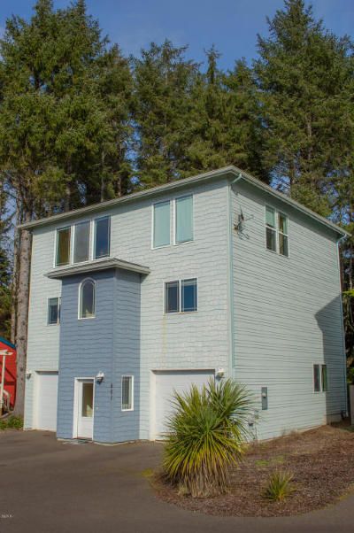Lincoln City OR Single Family Home For Sale: $389,000