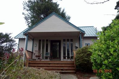 Depoe Bay Single Family Home For Sale: 25 SW Briscoe St
