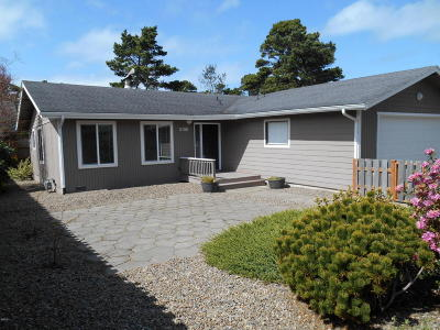 Lincoln City Single Family Home For Sale: 2155 NW Keel