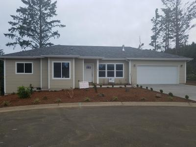 Lincoln City OR Single Family Home For Sale: $349,000
