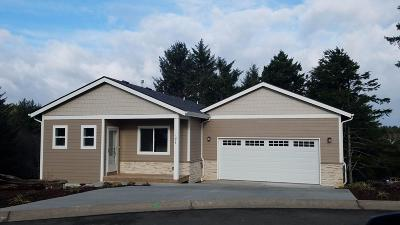Lincoln City OR Single Family Home For Sale: $429,500