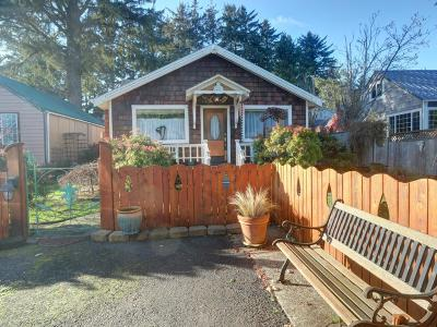Newport Single Family Home For Sale: 112 SE Fogarty St