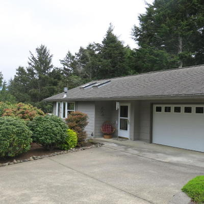 Lincoln City Single Family Home For Sale: 2467 NE 27th Dr