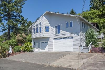 Depoe Bay Single Family Home For Sale: 370 NE Williams Ave