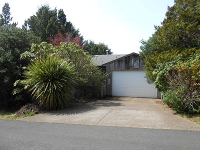 Waldport Single Family Home For Sale: 1420 SW Crest Cir