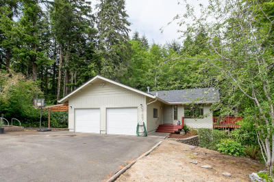 Lincoln City Single Family Home For Sale: 2137 NE Lake Dr