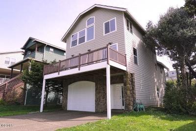 Lincoln City OR Single Family Home For Sale: $425,000