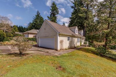 Lincoln City Single Family Home For Sale: 1930 NE Tide Ct
