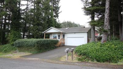 Lincoln City Single Family Home For Sale: 2702 NW Mast Ave