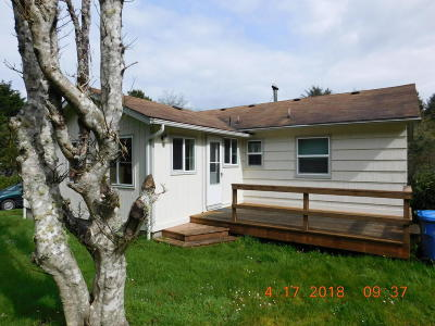 Yachats Single Family Home For Sale: 200 NE Forest Hill St