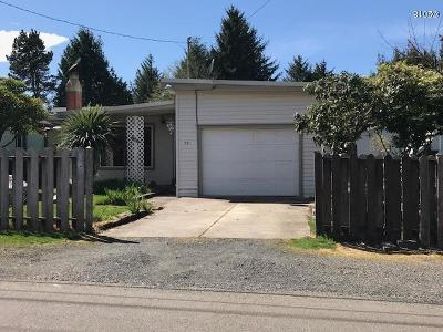 Lincoln City Single Family Home For Sale: 721 SE Port Ave