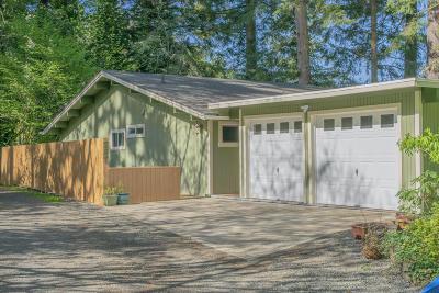 Toledo Single Family Home For Sale: 287 NE 10th St