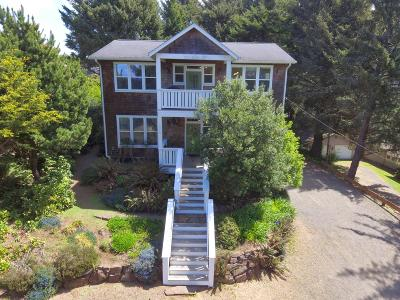 Lincoln City Single Family Home For Sale: 5310 NE Port Ln