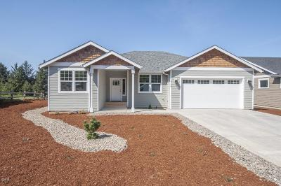 Lincoln City Single Family Home For Sale: 4163 SE Jetty Ave.