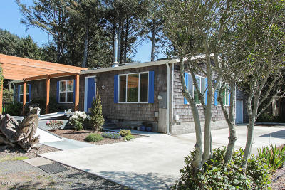 Depoe Bay, Gleneden Beach, Lincoln City, Newport, Otter Rock, Seal Rock, South Beach, Tidewater, Toledo, Waldport, Yachats Mobile/Manufactured For Sale: 400 Coolidge Lane