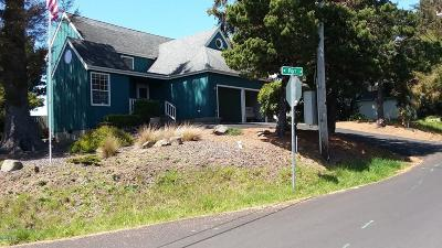 Lincoln City Single Family Home For Sale: 5215 Port Ln Roads End!!
