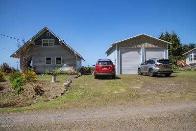 Lincoln City Single Family Home Pending - Contingencies: 143-153 S Wells Dr
