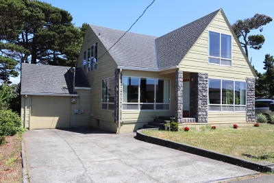 Lincoln City Single Family Home For Sale: 2144 NW Inlet Ave