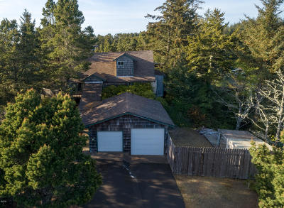 Waldport Single Family Home For Sale: 2101 NW Mokmak Lake Dr