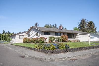 Lincoln City Single Family Home For Sale: 3015 NE Yacht Ave
