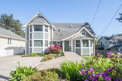 Depoe Bay Single Family Home For Sale: 45 NW Vista St