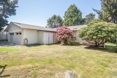 Waldport Single Family Home For Sale: 2080 S Crestline Dr