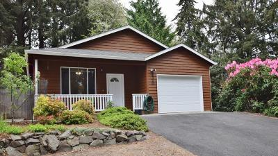 Lincoln City Single Family Home For Sale: 2320 NE 21st St