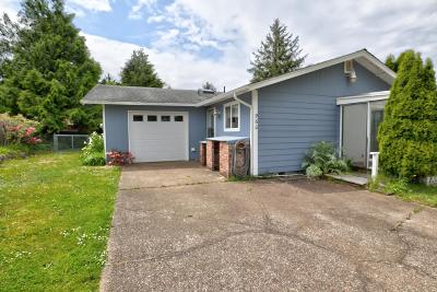 Waldport Single Family Home For Sale: 960 SE Ball Blvd