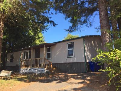 Depoe Bay, Gleneden Beach, Lincoln City, Newport, Otter Rock, Seal Rock, South Beach, Tidewater, Toledo, Waldport, Yachats Mobile/Manufactured For Sale: 712 SE Neptune Ave